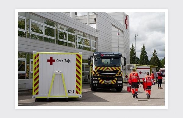 Reportaje fotográfico del nuevo camión de emergencias de Cruz Roja Madrid (El Plantío).
